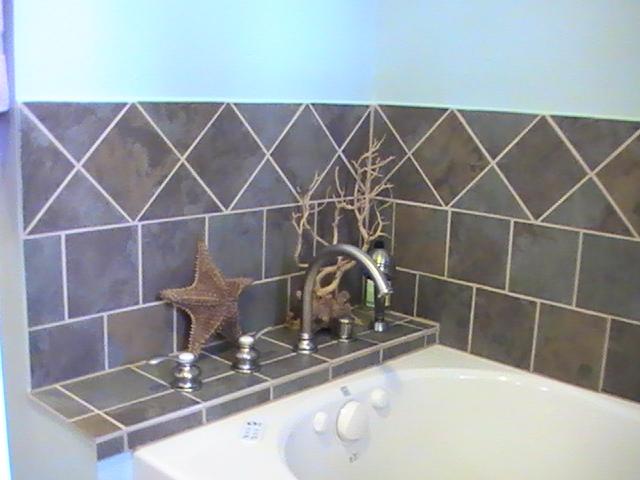 Tile Around Bathtub .